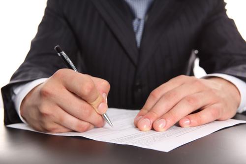 Если возврат подоходного налога не поступает на банковский счет, заявитель имеет право подать жалобу в вышестоящую инстанцию или обратиться в суд