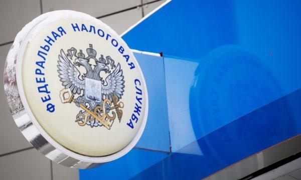 Предоставить документы можно лично в отделении ФНС