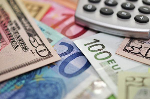 Если были получены средства не рублевые, а в форме валюты иностранной, то их также необходимо записать в переводе на российские рубли, согласно текущему курсу, указанному ЦБ РФ