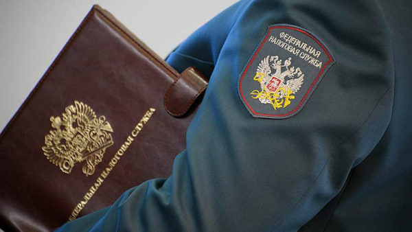 Утверждение этого правила, как и других норм, регулирующих обращение с документом, его заполнение и прочие нюансы, производит Федеральная налоговая служба России