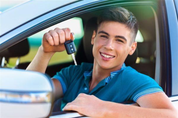 Выплаты по транспортному налогу вменяются лицам, имеющим официально зарегистрированные в собственность транспортные средства передвижения
