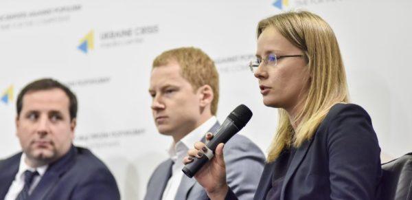 На срок до года без потери статуса резидентов из России могут выезжать «силовики», представители власти и органов муниципальных правлений