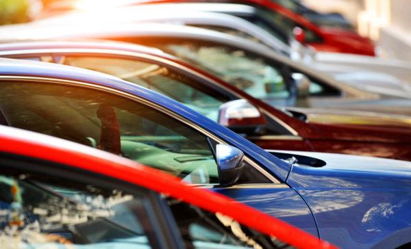 В 2017 г. НДФЛ от продажи машины составляет 13% для налоговых резидентов РФ и 30% для граждан, не принадлежащих к этой категории