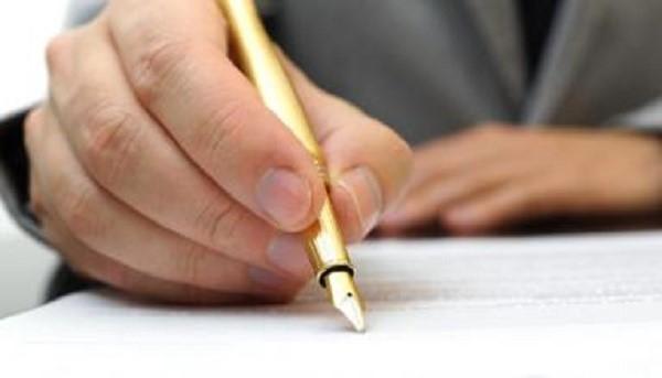 Если отчество у гражданина отсутствует, то его можно не писать