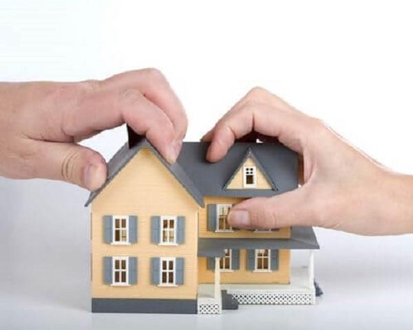Если покупка жилья приобретается родителями, и дольщиками записываются их несовершеннолетние отпрыски, имущественный вычет применяется без искомого распределения, так как и затраты совершались родителями