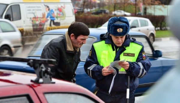 Возить с собой полис КАСКО нет никакой надобности – инспектор ДПС никогда не спросит водителя о добровольном страховании, а после наступления любого страхового случая у человека будет достаточно времени, чтобы взять документ из дома или офиса