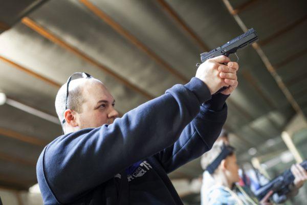 Считается, что орудия, мощностью до 7,5 Дж., безопасны для человека