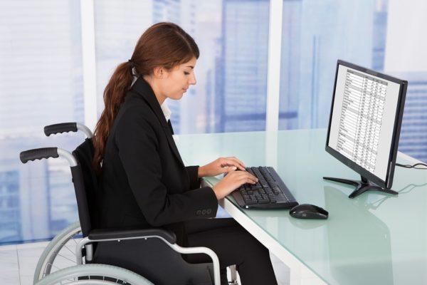 По согласованию с руководством, инвалид 3 группы может находиться на предприятии неполный рабочий день