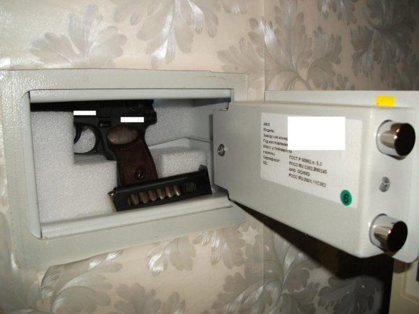 После покупки оружия нужно приобрести подходящий по размеру сейф