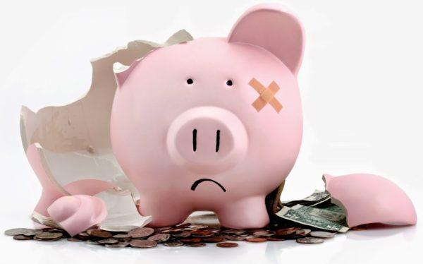 Причиной запуска процедуры может стать недостаточное количество денег на счетах, либо их отсутствие