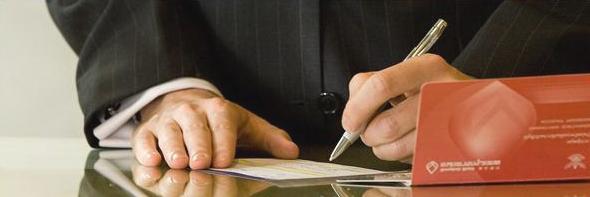 При условии, что вы обладаете всей перечисленной информацией, вы имеете право на составление заявления на списание долга в обход самого должника, обратившись непосредственно к сотрудникам самой банковской организации