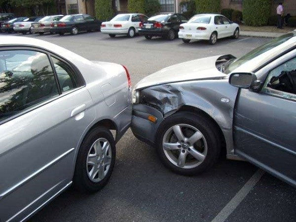 Будьте внимательны на дороге, а при попадании в аварию не паникуйте