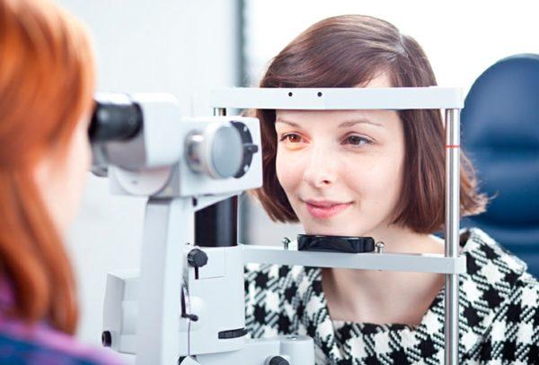 При нарушении зрения прописывают очки или линзы для вождения