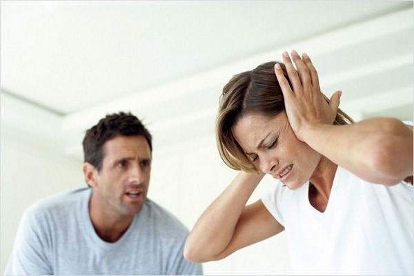 Осуществить бракоразводный процесс без присутствия жены возможно