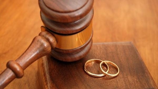 Взыскать алименты с супруга можно с помощью судебной системы