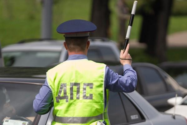 На водителя наложат штраф за просроченные права, только если он сядет за руль автотранспортного средства