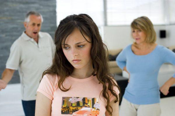 По достижении ребенком возраста 14 лет запретить ему остаться с одним из родителей не сможет даже суд