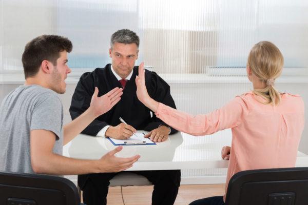 Развод через суд может занять больше времени, чем через ЗАГС