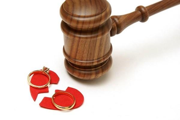 Во время процесса судья выслушивает обе стороны беспристрастно и принимает решение