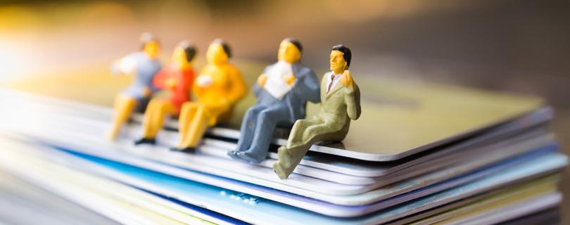 Стремление к оптимизации, удобство и разделение персонала на группы – объективные причины для появления такой формы трудовых взаимоотношений, как срочный контракт