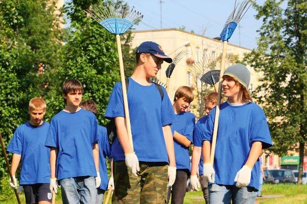 Несовершеннолетнего можно сократить только заручившись согласием комитета по делам несовершеннолетних и инспекции труда