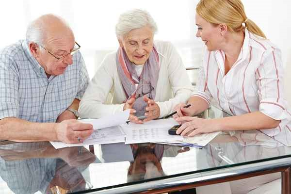 Некоторые родители старше шестидесяти лет пытаются получить больше, предъявляя документы об инвалидности. Такие действия результата не принесут