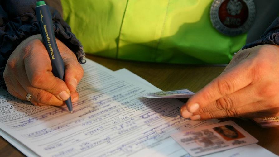 После составления протокола представитель власти обязан передать его на ознакомление гражданину