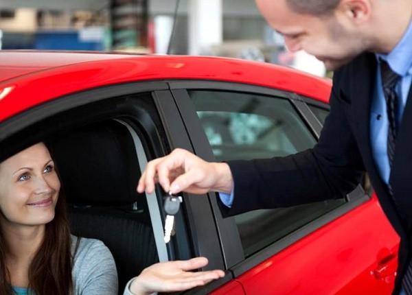 В некоторых случаях страховка оформляется прямо в автомобильном салоне