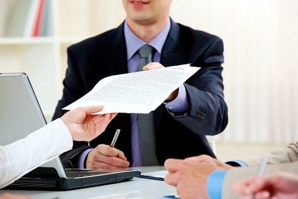 По закону застройщик обязан предоставить интересующие документы