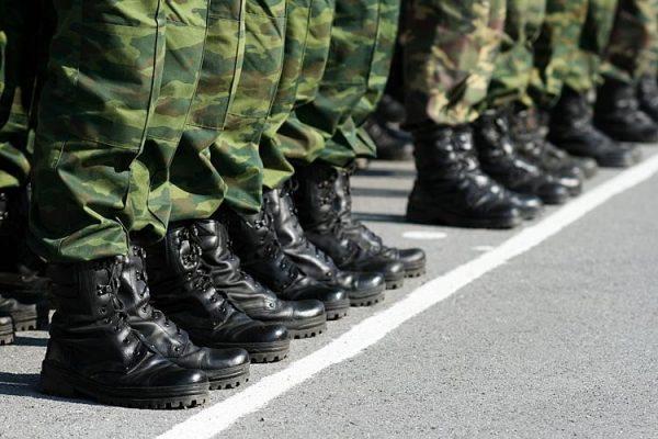 Если лицо состоит на учете в военкомате, процедура регистрации немного отличается