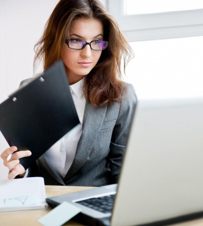 Удаленных сотрудников можно устраивать на работу без оформления трудовой книжки