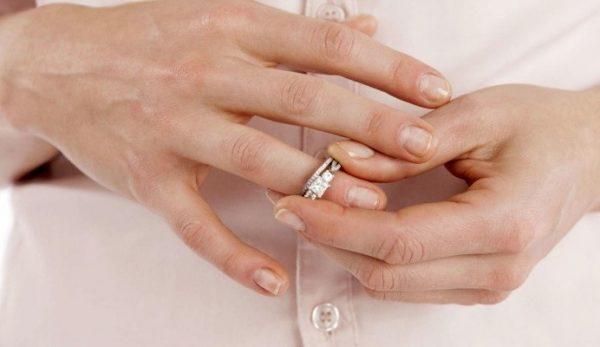В течение месяца супруги могут обдумать необходимость семейного разрыва и отозвать заявление