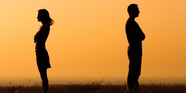 Получение свидетельства о разводе - лишь часть неприятной процедуры расторжения отношений с когда-то любимым человеком