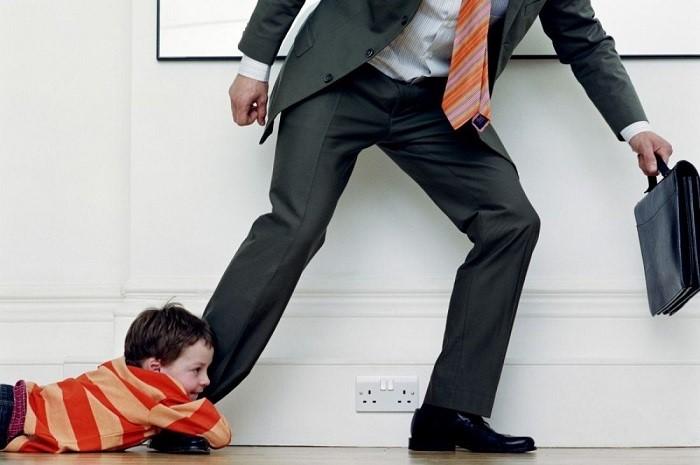 Семейный Кодекс РФ гласит: злоупотребление родительскими правами – основание для их лишения
