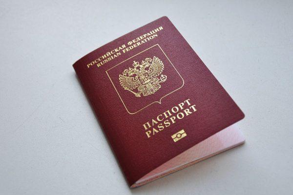 Загранпаспорт нужно вернуть сразу после прекращения путешествия за рубеж. Он передается вместе с подробным отчетом о поездке