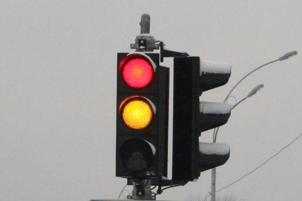 Красно-желтый сигнал не разрешает движение, а лишь предваряет его