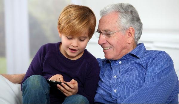 Несовершеннолетние могут ухаживать за пожилыми