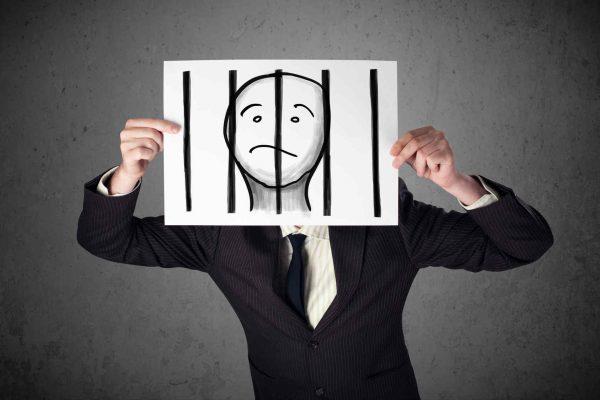 Домашний арест отличается от обычного