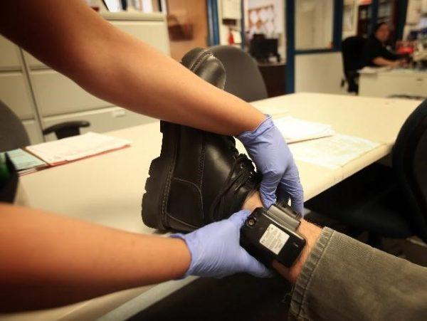 Электронный браслет – установка и ношение