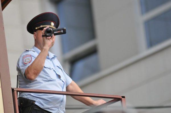 Инспекторы контролируют арестованных