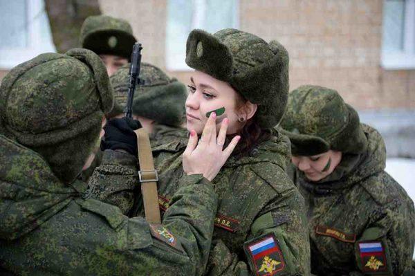 Женщины-военнослужащие имеют равные права на уход за ребенком с гражданскими лицами