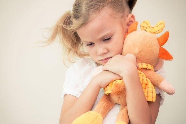 За недееспособного ребенка сделки осуществляет опекун
