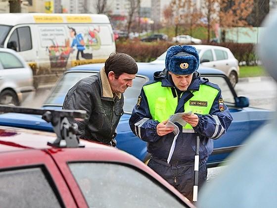 Инспектор внимательно изучает все обстоятельства нарушения, включающего пункт игнорирования скоростного режима