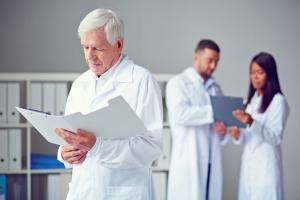 Медицинские работники имеют право на досрочный пенсионный возраст