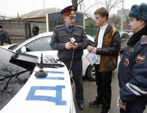 Водитель должен внимательно отнестись ко всем действиям инспектора при лишении прав за нетрезвую езду