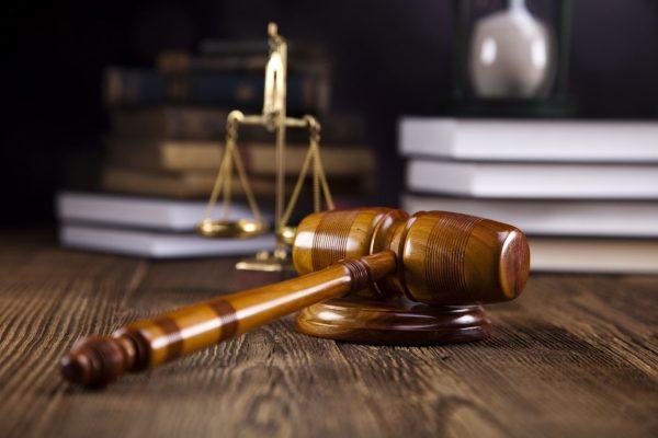 Без согласия супруги развод придется получать через суд