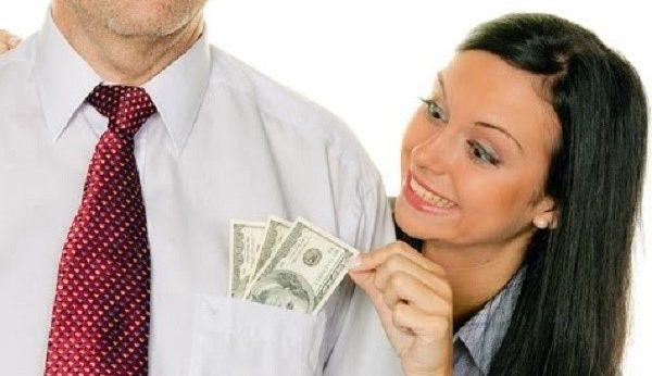 За просрочку выплат неплательщикам будет добавляться к основной сумме выплат небольшая сумма денег – пеня, которую им также придется гасить из своего кармана