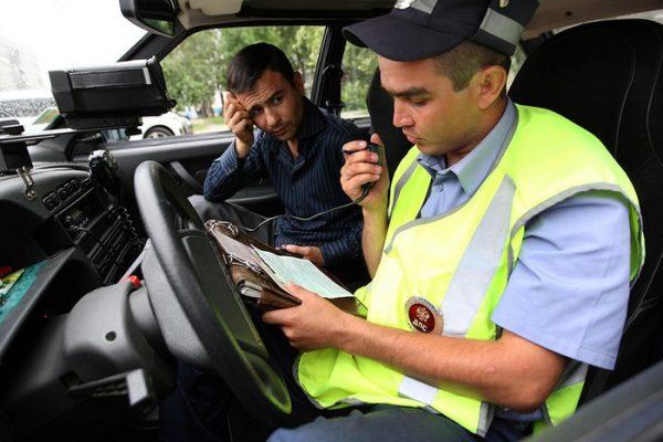 Инспекторы и приставы пользуются базами данных для работы с неплательщиками штрафов за превышение скорости
