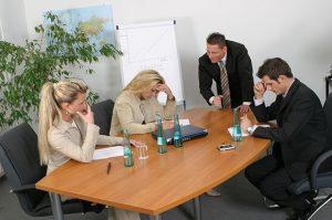Не всегда сотрудники соглашаются с новым режимом труда