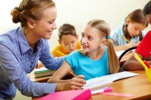 По закону трудовая деятельность учителя регламентируется соответствующим уставом